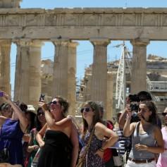 Греция надеется сохранить туристов из России