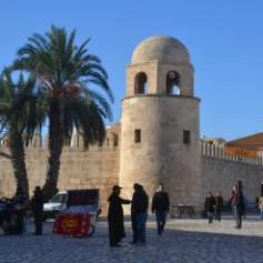 Ростуризм рекомендовал россиянам не покидать курортов в Тунисе