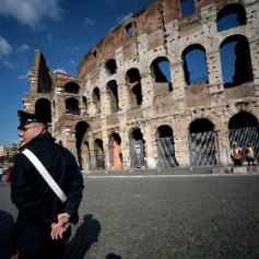 Две американки предстанут перед судом за вандализм в Колизее