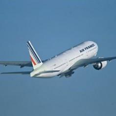 Пассажирский самолет снесло ветром со взлетной полосы в аэропорту Курска