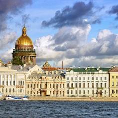Россияне предпочли Санкт-Петербург Симферополю на Первомай