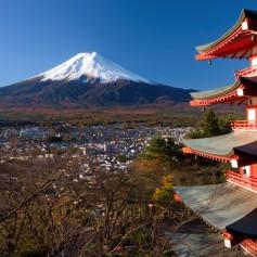 Власти Японии объявили эвакуацию жителей и туристов в районе вулкана Хаконэ