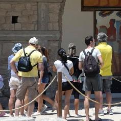 Греция советует туристам снять наличные