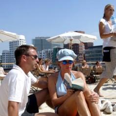 Более четверти российских туристов признались в курортных романах
