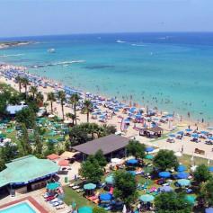 Поток российских туристов на Кипр в мае упал на 20%