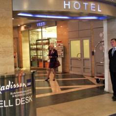 Отели Москвы в пик туристического сезона оказались заполнены на 60 процентов