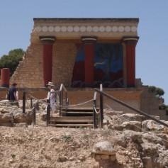 Туристы и дефолт: в Греции очередей к банкоматам нет, но не все рестораны принимают кредитки