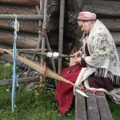 Санкт-Петербург уходит в море, Татарстан возвращается в средние века, а Карелия кует гвозди