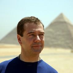 Медведев посоветовал россиянам съездить в Египет