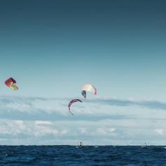 Летящие по волнам: Кайтеры из России, Украины и Финляндии прошли по Балтике 279 км — мировой рекорд!
