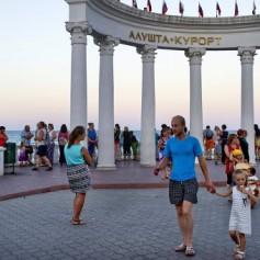 Крымским санаториям не хватает горничных и садовников