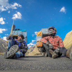 Мурманчанин и белорус колесят по дорогам Непала, изобретают алко-йогу, снимают кино