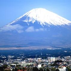 Власти Японии решили ограничить доступ туристов на Фудзияму