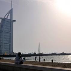Власти Дубая начали борьбу с целующимися на улицах туристами