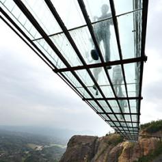 В Китае построят самый длинный в мире мост из стекла