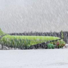 Московские аэропорты отменили десятки рейсов из-за снегопада