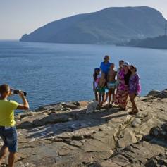 Эксперт: Крым в 2016 г намерен принять 600 тыс организованных туристов