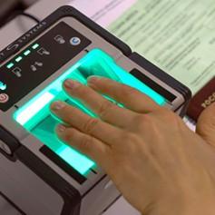 Российских туристов заставили повторно сдавать биометрию на «шенген»