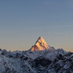 Десятки альпинистов пострадали при покорении Эвереста