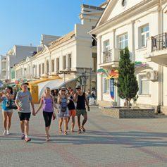 Губернатор Севастополя потребовал регистрировать всех туристов в городе