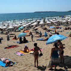 СМИ: Болгария увеличила количество полиции на морских пляжах