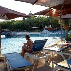 Эксперты: число турпоездок россиян за рубеж в 2015 году упало на 20%