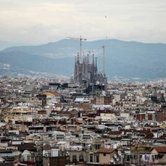 Почти 550 тысяч российских туристов посетили Испанию в 2016 году