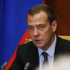 Медведев призвал открыть российские заповедники для туристов