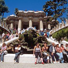 Туристы в Барселоне пожаловались на обилие туристов
