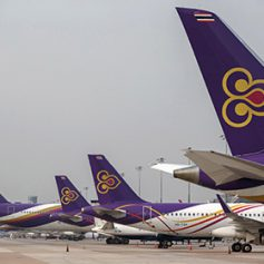 Пассажирский лайнер получил повреждения при посадке в тайском аэропорту