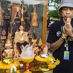 Туристы в Таиланде получат черные ленты