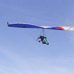 Российский турист разбился во время полета на дельтаплане в Непале