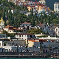 Ракетные учения Киева не повлияли на поток туристов в Крым