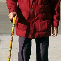 80-летняя американка попыталась пронести в самолет спрятанный в трости меч