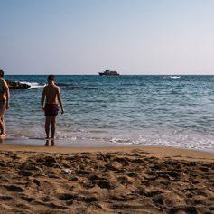 Туроператоры предупредили россиян о нехватке путевок на Кипр и в Грецию