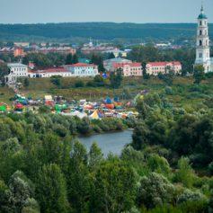 Названы самые популярные для летних путешествий малые города России