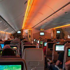 Пассажирка попыталась выйти из самолета во время рейса в США