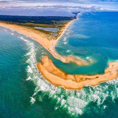 Неожиданно появившийся из-под воды остров стал туристическим хитом в США