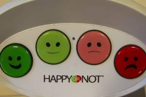 Путешественники со всего мира не всегда счастливы в аэропорту