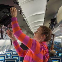 Треть авиапассажиров готовы эвакуироваться только с вещами