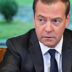 Медведев одобрил проект об упрощении взаимных поездок граждан РФ и Ирана