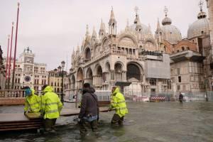 Венеция уходит под воду: затоплено 75% города