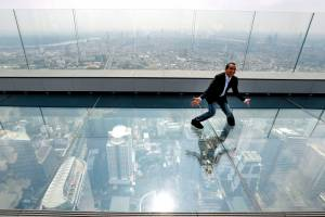 В Бангкоке открылась новая смотровая со стеклянным полом
