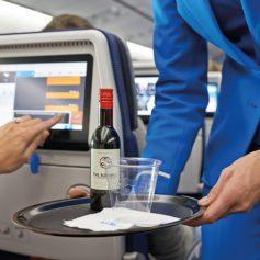 «Аэрофлот» возвращает бесплатный алкоголь в эконом-класс