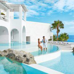 Греции и Кипру теперь нужны богатые туристы
