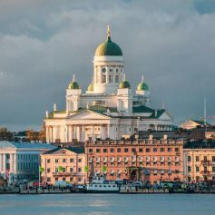 Снижение числа выданных виз не мешает расти турпотоку из России в Финляндию