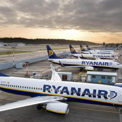 Европейский лоукостер скупает авиакомпании, Азербайджан отказался от Боингов