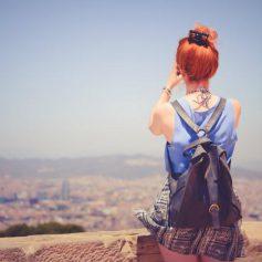 Девушки все чаще путешествуют в одиночку. Куда они едут и почему одни?