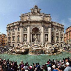 Почему к фонтану Треви в Риме больше никого не пускают?