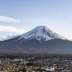 На горе Фудзи в Японии ввели ограничения на восхождение